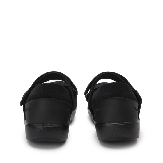 Qutie All Black smart slip on shoes with Q-chip™ technology. QUT-5004_S4
