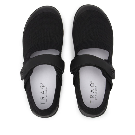 Qutie All Black smart slip on shoes with Q-chip™ technology. QUT-5004_S5