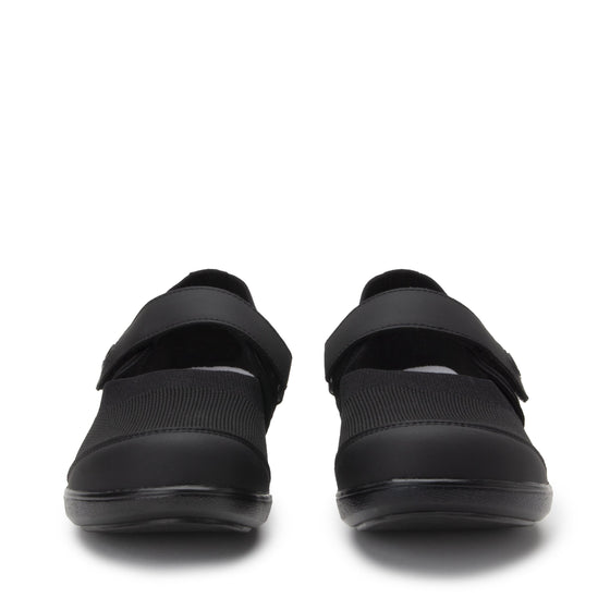 Qutie All Black smart slip on shoes with Q-chip™ technology. QUT-5004_S7