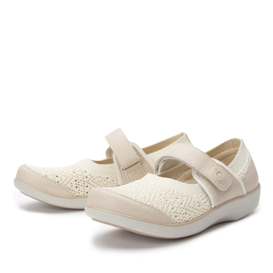 Qutie Crochet Cream mary jane smart shoes with Q-chip™ technology. QUT-5103_S2