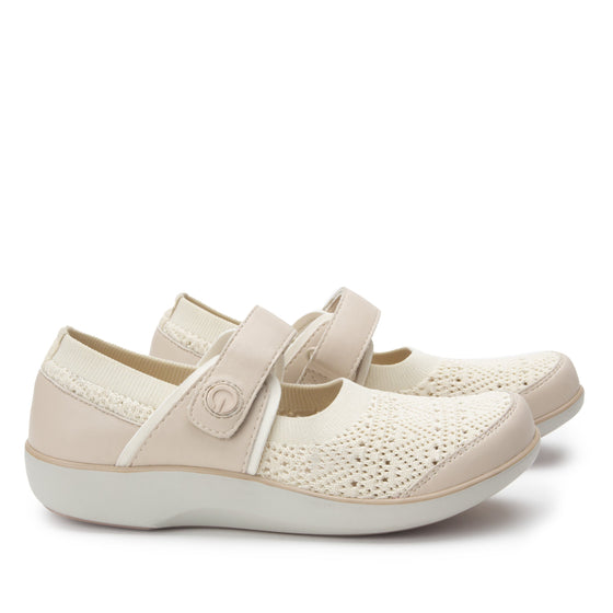 Qutie Crochet Cream mary jane smart shoes with Q-chip™ technology. QUT-5103_S3