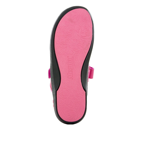 Qutie Pink smart slip on shoes with Q-Chip technology. QUT-5690_S5