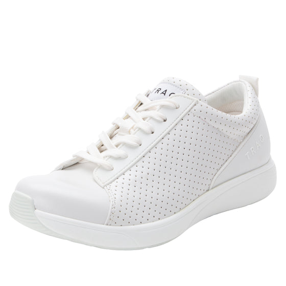 Qest Perf White lace up smart shoes with q-chip technology. QES-5100_S1
