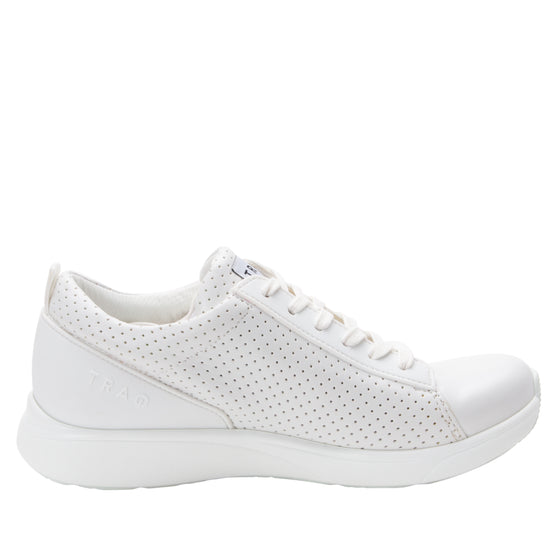 Qest Perf White lace up smart shoes with Q-chip™ technology. QES-5100_S2