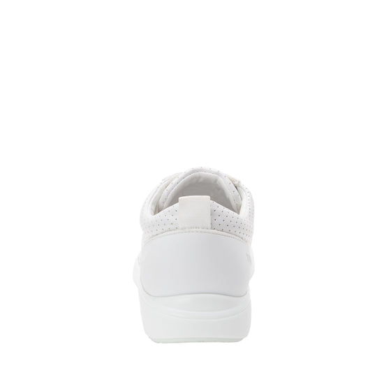 Qest Perf White lace up smart shoes with Q-chip™ technology. QES-5100_S3