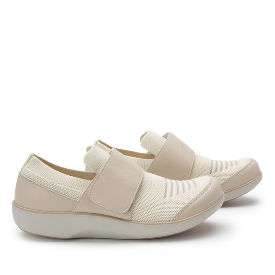 Qwik Peeps Cream slip on smart shoes with Q-chip™ technology. QWI-5102_S3