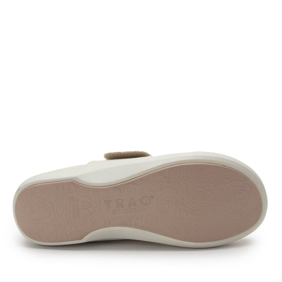 Qwik Peeps Cream slip on smart shoes with Q-chip™ technology. QWI-5102_S6