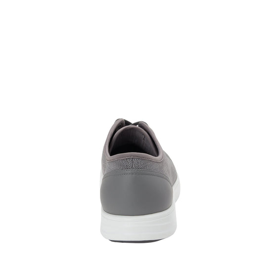Sneaq comfort smart sneaker with Q-chip™ technology. SNE-M7053_S3