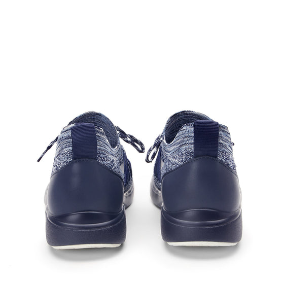 Synq Navy smart shoes with Q-chip™ technology. SYN-5410_S4