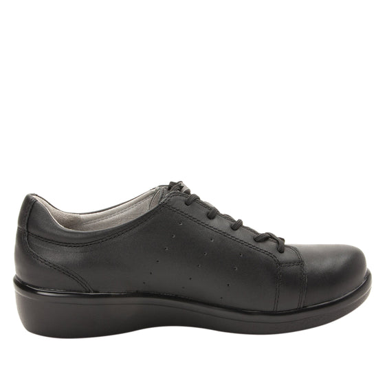 Cliq Black Out lace up smart shoes with Q-Chip technology. CLI-5002_S2