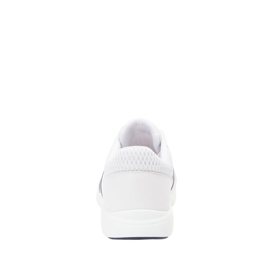 Qarma White smart shoes with Q-chip™ technology. QAR-M7100_S3