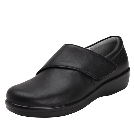 Qin Black Out smart slip on shoes with Q-Chip technology. QIN-5002_S1