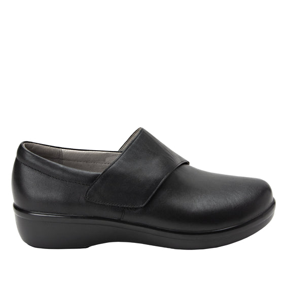 Qin Black Out smart slip on shoes with Q-Chip technology. QIN-5002_S2