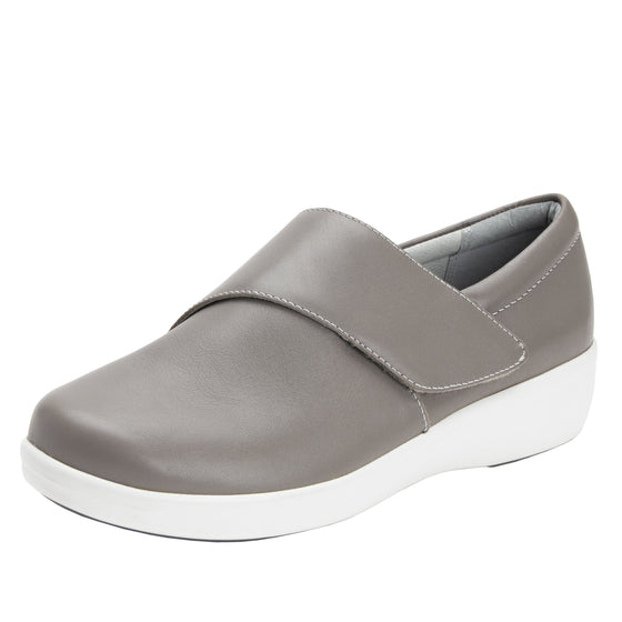 Qin Dove smart slip on shoes with Q-chip™ technology. QIN-5035_S1