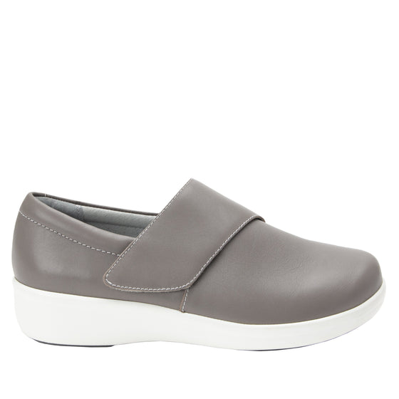 Qin Dove smart slip on shoes with Q-chip™ technology. QIN-5035_S2