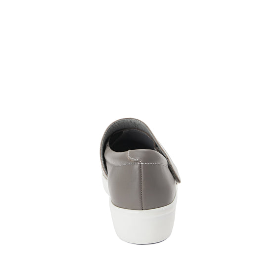 Qin Dove smart slip on shoes with Q-Chip technology. QIN-5035_S3