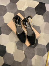 Load image into Gallery viewer, Abril Pointed toe espadrilles with ankle strap Black