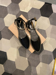 Abril Pointed toe espadrilles with ankle strap Black