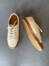 Load image into Gallery viewer, Springcourt G2 Grainy Nappa Leather white with Gum Sole