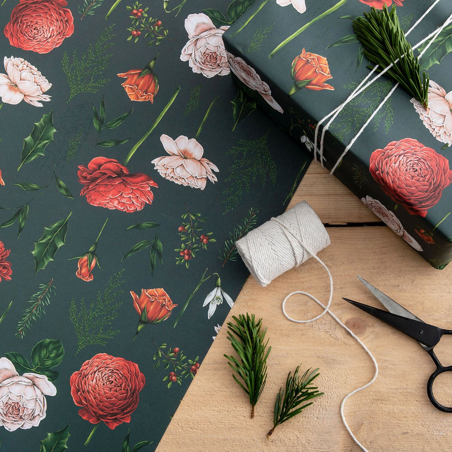 Berry Roses - Navy Christmas Gift Wrap