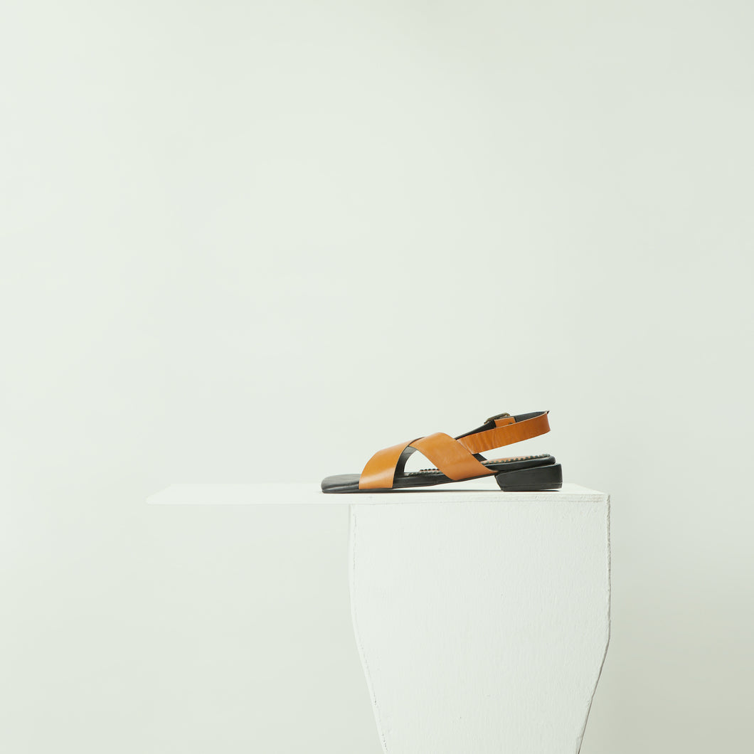 Beyon - Criss cross sandals with an adjustable ankle strap