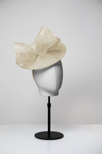Load image into Gallery viewer, Tilly & Medium Saucer Fascinator