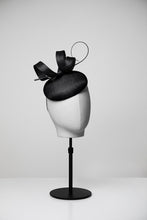 Load image into Gallery viewer, Jenny & Button Fascinator