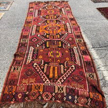 Load image into Gallery viewer, R26: Vintage Synthetic Dyed Kilim Rug