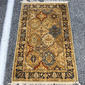 "R201: handmade finely woven oriental rug in great colors 3'1"" x 4'11"""