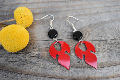 Red enameled leaf and black agate stone beads. Mid length leaf and stone earrings