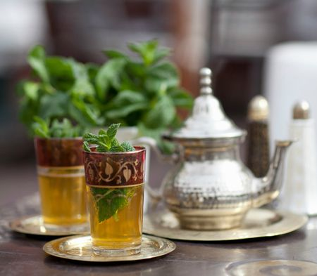 A Tale of Two Teas: The Difference Between Persian Tea and Moroccan Tea