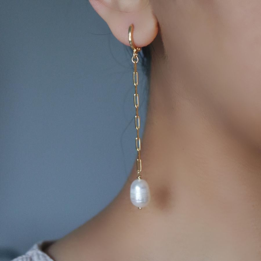 BAROQUE DROP HUGGIE EARRING