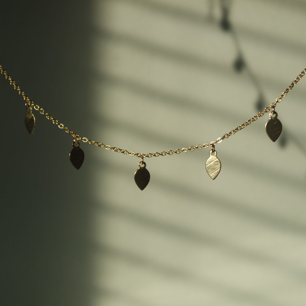 TINY GOLD LEAF CHOKER