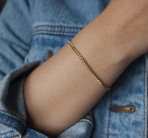 TINY CURB CHAIN BRACELET