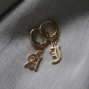 OLD ENGLISH INITIAL EARRING