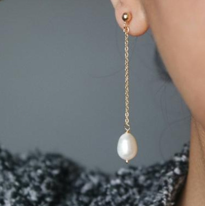 BAROQUE FRESH PEARL DROP EARRINGS