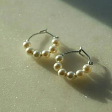 Load image into Gallery viewer, SILVER 6 PEARL HOOPS