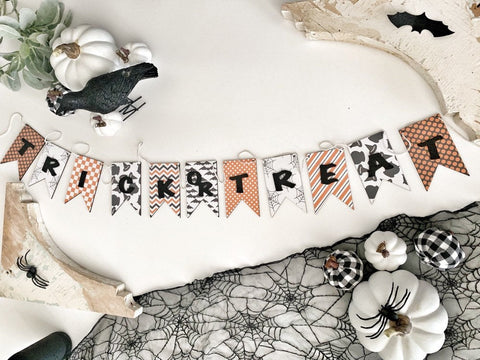 Orange Trick OR Treat Wood Banner , Halloween Banner , Halloween Garland , Halloween Bunting , Wood Banner