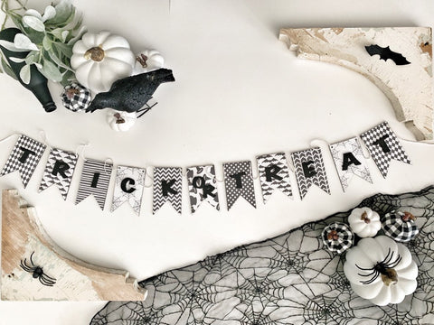 Black and White Trick OR Treat Wood Banner , Halloween Banner , Wood Banner , Trick Or Treat , Halloween Garland