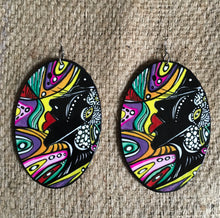 Load image into Gallery viewer, Via Wearable Art Earrings Queen Tab