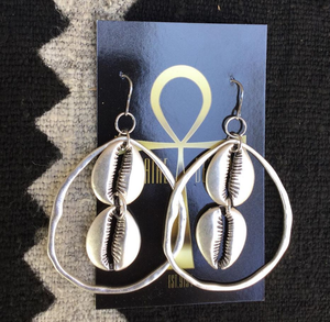 Lolo  shell earrings