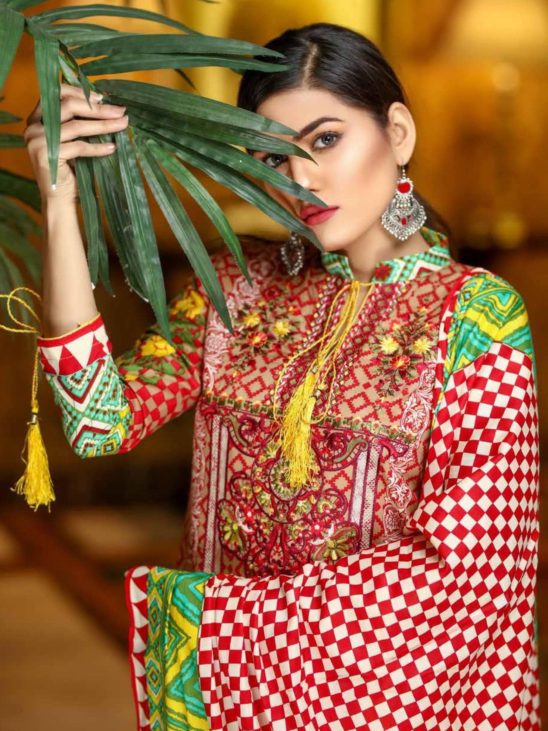 Yashfeen Premium Lawn 2019 Embroidered 3 Piece Suit YS-906/A - FaisalFabrics.pk