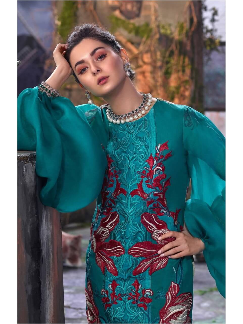 Asifa Nabeel Embroidered Lawn 3 Piece Suit AN19 2T Spring Summer 2019 - FaisalFabrics.pk