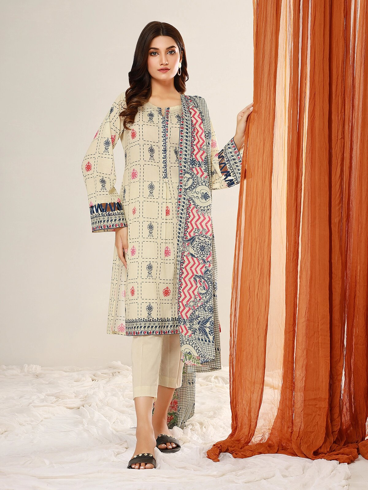 edenrobe Allure Lawn Unstitched 3 Piece Printed Suit EWU21A1-20629