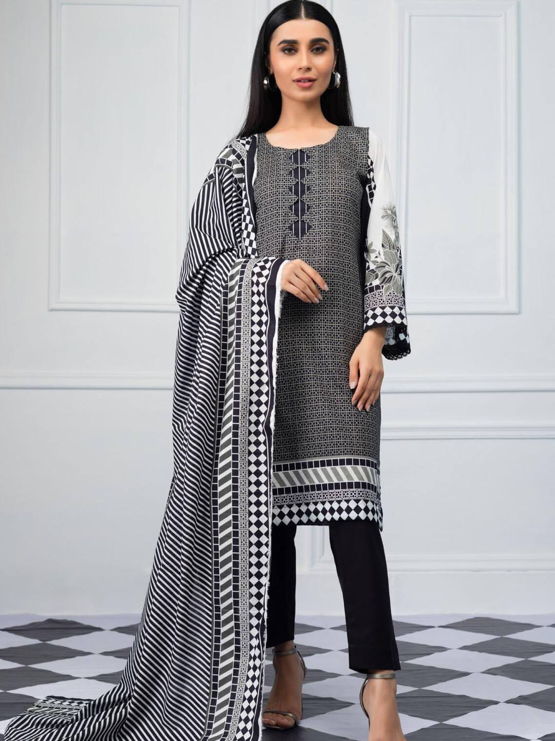 Salina by Regalia Textiles Black & White Printed Lawn 3pc Suit BW-08 - FaisalFabrics.pk