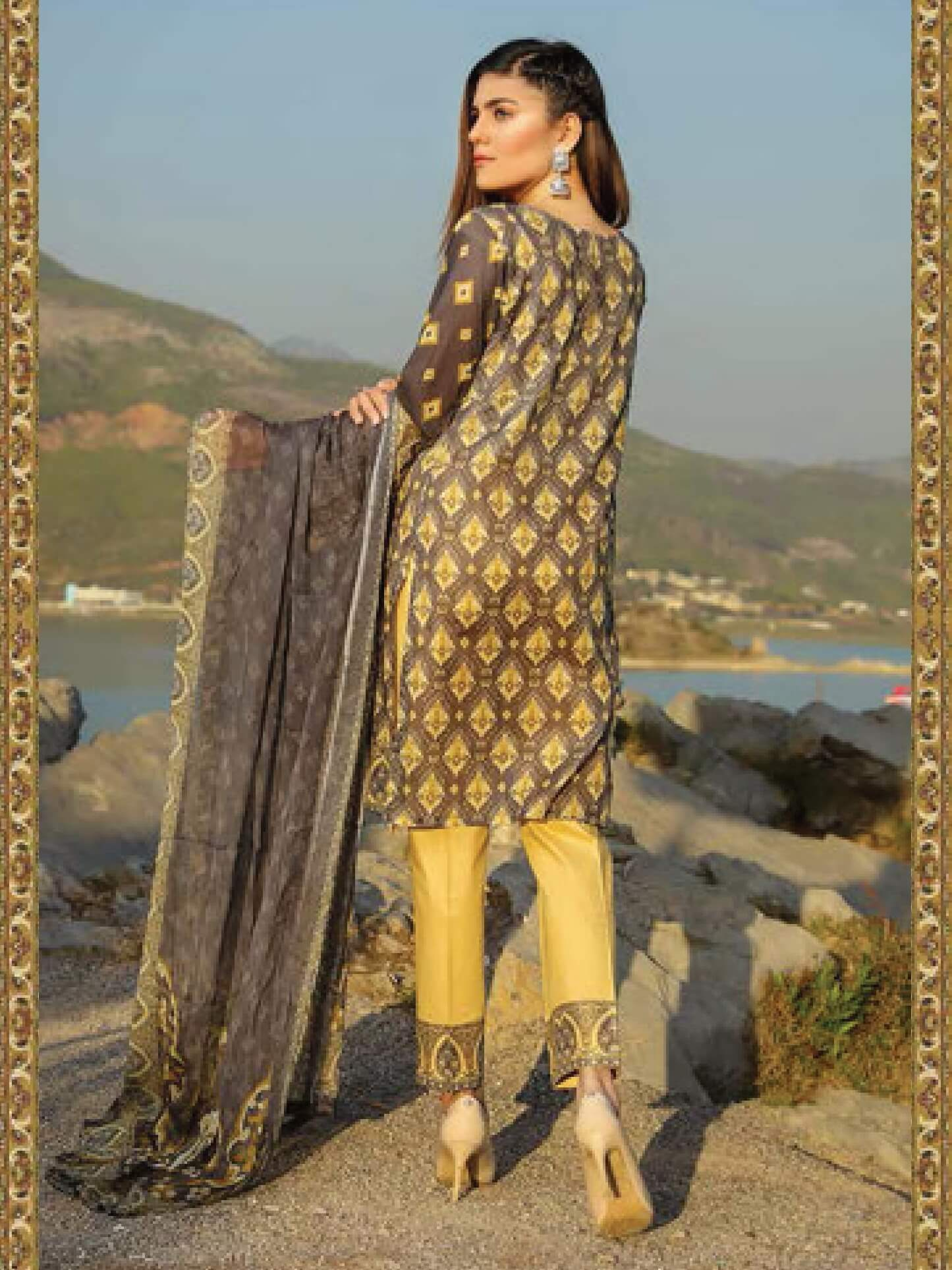 Shazmeen Printed Lawn Collection 3PC lawn Print Suit D-07 - FaisalFabrics.pk