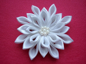 White Kanzashi Hair Clip with Freshwater Pearls