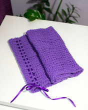 Load image into Gallery viewer, Hand Knitted Lilac Winter Cowl