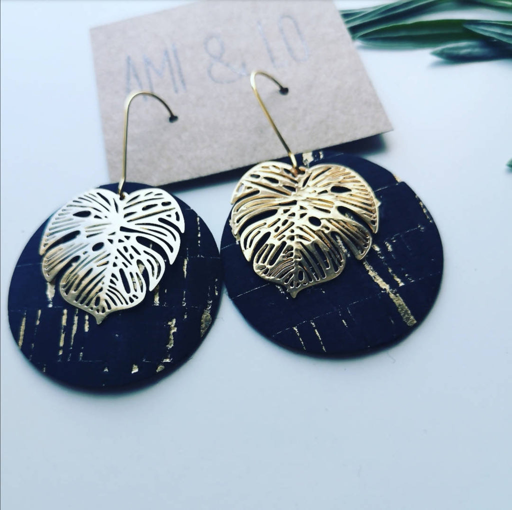 Monstera circle earrings