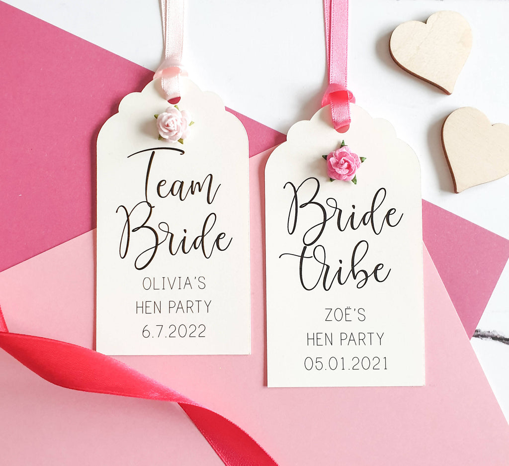 Pack of 5 Rose Bridal Shower Favour Tags, Hen Party Favour Tags. Cream & Pink Luggage Tags for Bridal Shower Decoration.